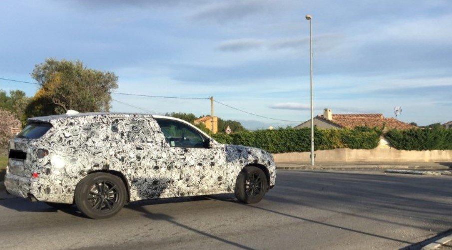 Новый BMW X7 2018 сфотографирован на тестах »