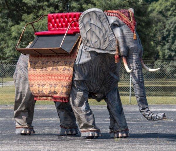 Механический слон Уэндел c двигателем от Ford уйдёт с молотка за $250 000