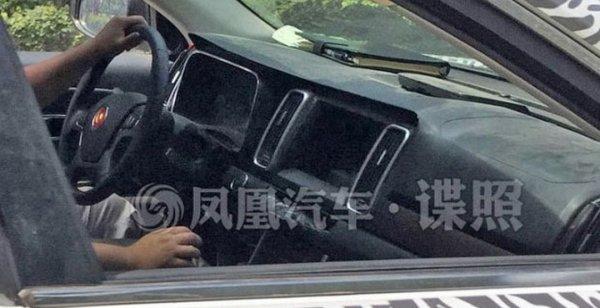 Прототип кроссовера Hongqi HS7 сфотографирован в Китае