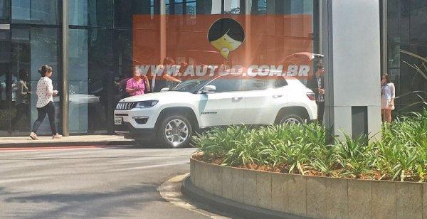СМИ рассекретили новый внедорожник марки Jeep