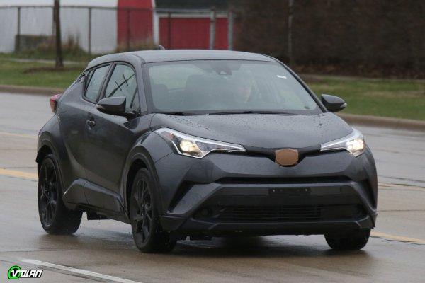 Новая Toyota C-HR показалась на глаза фотошпионам