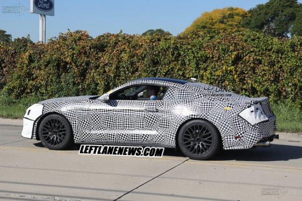 Обновлённый Ford Mustang 2017 запечатлели на тестах