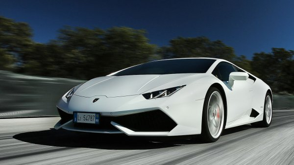 Lamborghini выбрал название для заряженного суперкара