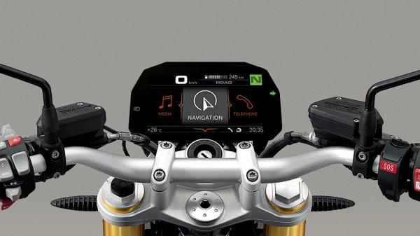BMW разработал цифровую панель приборов для мотоциклов