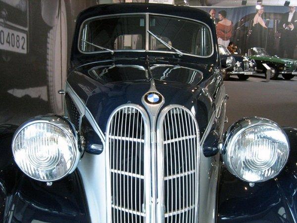 В Сочи на продажу выставили довоенный BMW 321 за 1 миллион рублей