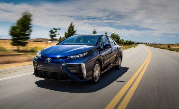 Появилась очередная японская новинка: Обзор Toyota Mirai 2016