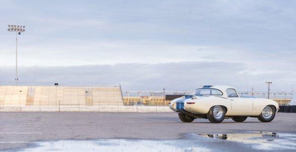 На продажу выставлен облегченный ретроавтомобиль Jaguar E-Type за $8 млн