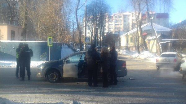 Полицейский спровоцировал ДТП в Воронеже, когда спешил к жене в роддом