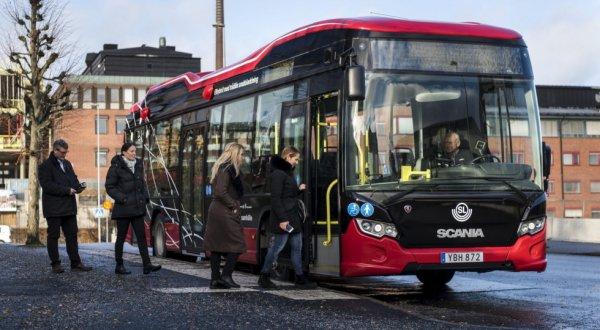 Scania тестирует систему беспроводной зарядки для автобусов