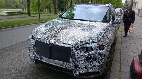 Кроссовер BMW X7 замечен во время дорожного тестирования