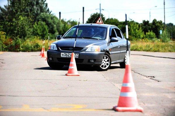 В России автошколы могут ввести теоретические онлайн-занятия