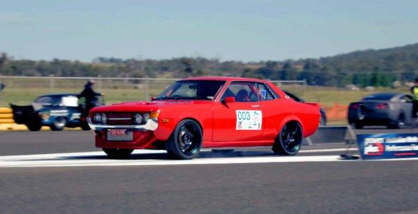 Toyota Celica 1971 года обзавелась 1000-сильным мотором Lexus V8