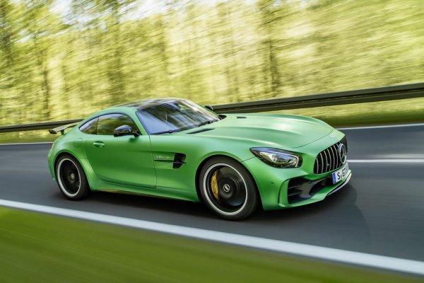 Mercedes-Benz «вырывается» в лидеры премиального сегмента в 2016 году