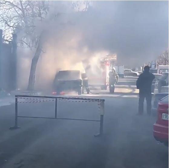 «Легковушка» загорелась в результате ДТП в Краснодаре