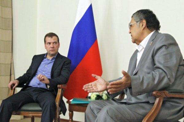 Тулеев пожаловался Медведеву на рост цен на бензин