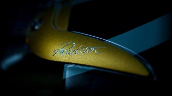 Опубликован первый тизер Pagani Huayra Roadster
