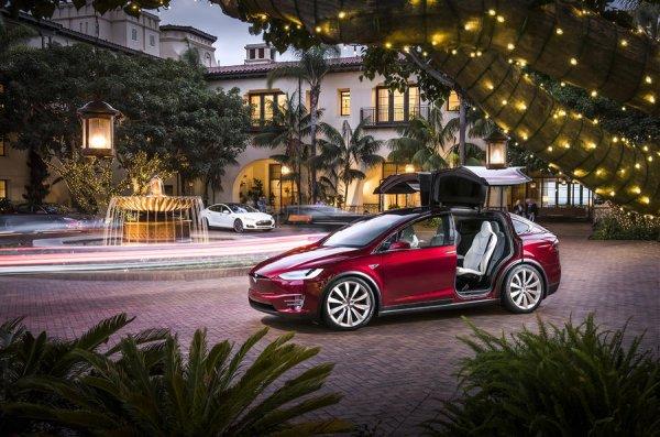 Эксперты признали Tesla Model X лучшим автомобилем 2016 года