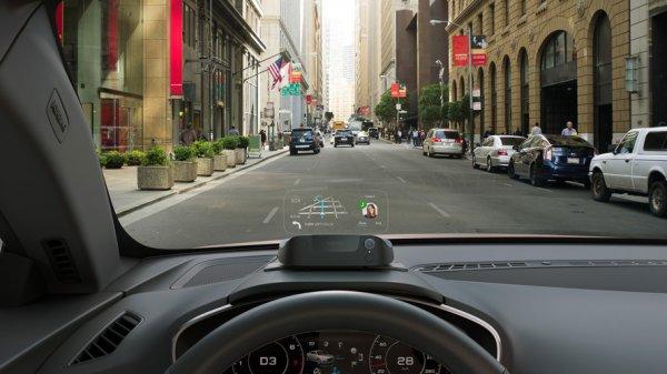 Компания Navdy презентовала проекционный дисплей для автомобилей