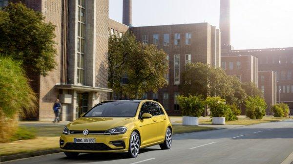 Volkswagen Golf оснастили спортивным обвесом R-Line