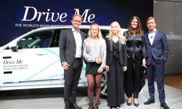 На автовыставке в Детройте Volvo представил семью из четырех человек