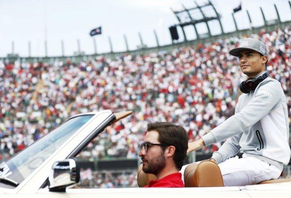Петров: Команда Mercedes-Benz не стала рисковать молодым гонщиком