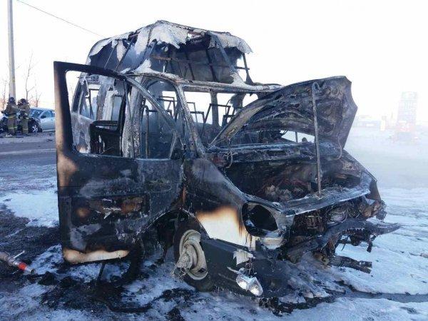 «Маршрутка» загорелась после ДТП с Mazda в Магнитогорске