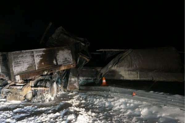 В ДТП с грузовиком и «ГАЗелью» в ЯНАО заживо сгорели четыре человека