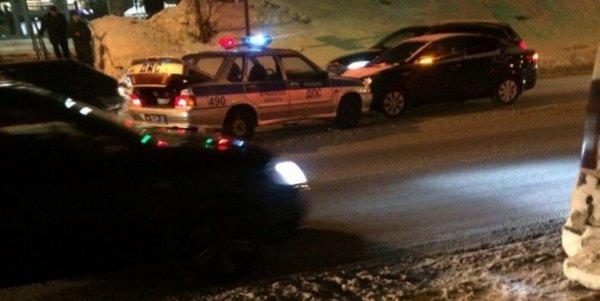 Полицейская машина столкнулась с Kia в центре Мурманска