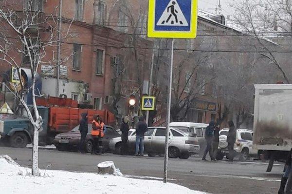 ДТП с двумя «легковушками» парализовало движение трамваев на юге Волгограда