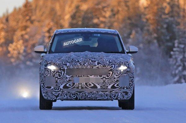 Кроссовер Jaguar E-Pace запечатлен во время зимних тестов