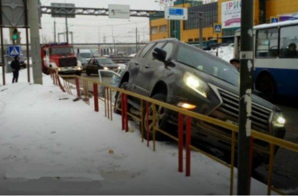 В Ярославле депутат на Lexus сбил 31-летнюю женщину на «зебре»