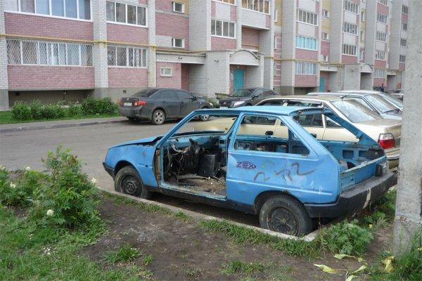В Москве выявлено около 300 брошенных машин в 2016 году