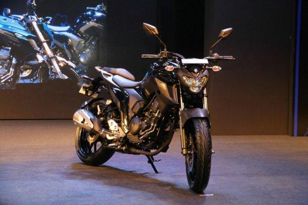 Yamaha представила новый мотоцикл FZ25 в Индии
