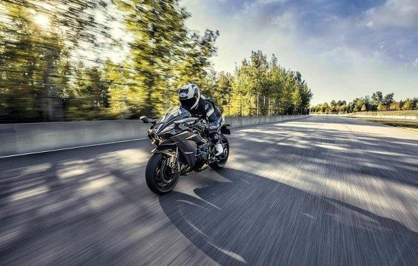 Всего шесть Kawasaki Ninja H2 Carbon  отправятся в США