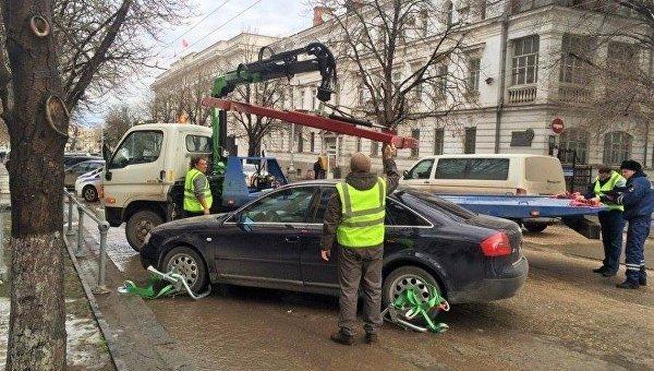 В Крыму определили стоимость эвакуации автомобилей
