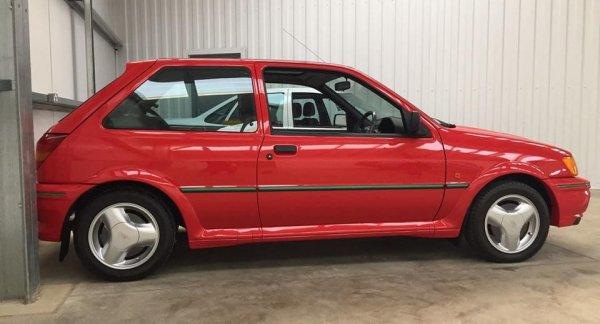 30-летний Ford Fiesta RS продадут за 25 тысяч долларов в Англии