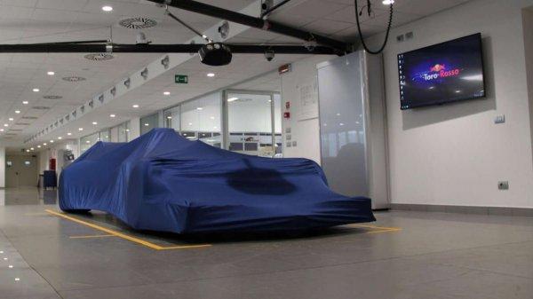 Toro Rossa представят свой болид STR 12 в Барселоне 26 февраля