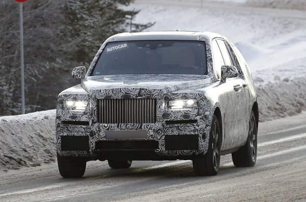 Опубликованы новые шпионские фотографии кроссовера Rolls-Royce Cullinan