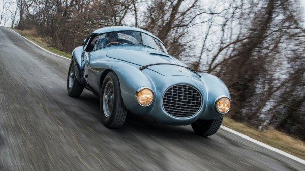 На аукционе выставлен Ferrari яйцевидной формы