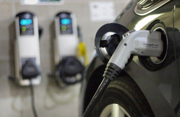 В Китае построят около 800 пунктов зарядки для электромобилей до конца 2018 года