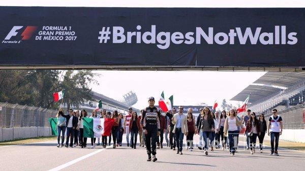 Пилот Force India Серхио Перес выступил против политики Трампа