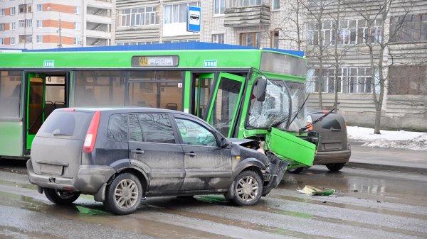 Количество ДТП в России продолжает снижаться