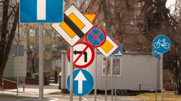 В России могут временно запретить эвакуацию из-под запрещающих знаков