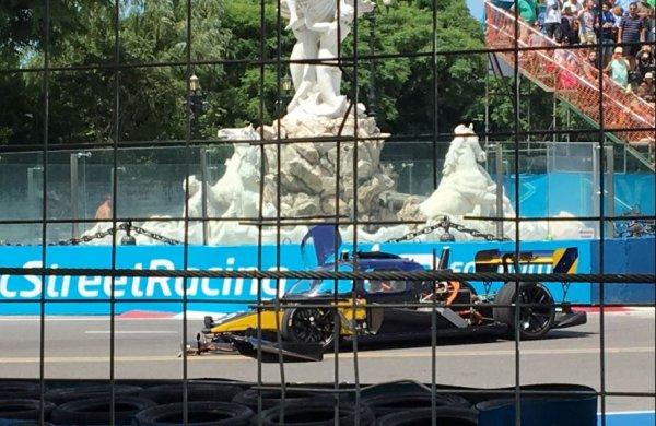 Первая гонка беспилотных автомобилей завершилась аварией