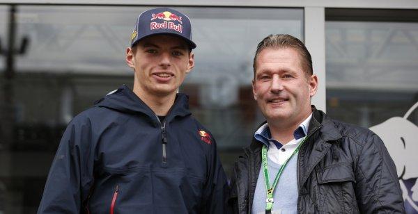 Отец Макса Ферстаппена считает, что сыну рано бороться за титул