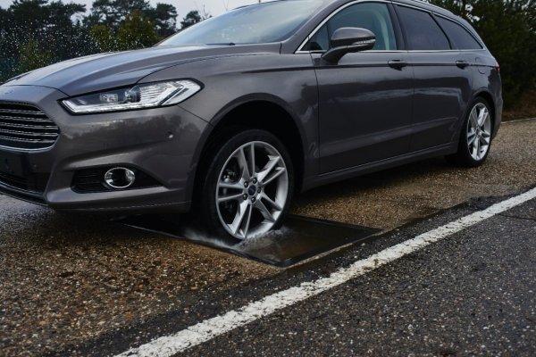 Автомобили Ford оснастят системой распознавания дефектов дорог