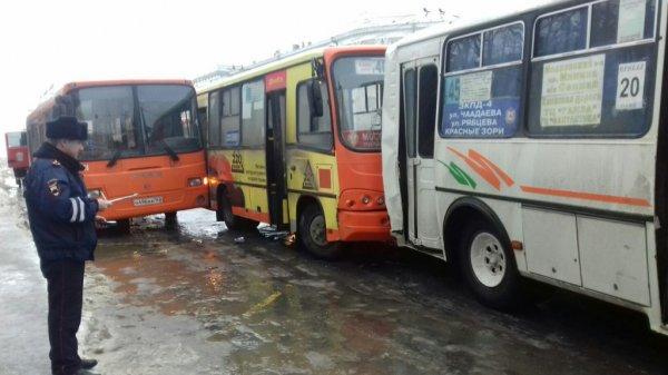 11 человек пострадали в массовом ДТП в Нижнем Новгороде