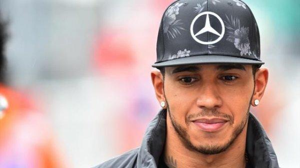 Льюис Хэмильтон счатает, что Formula 1 немного устарела