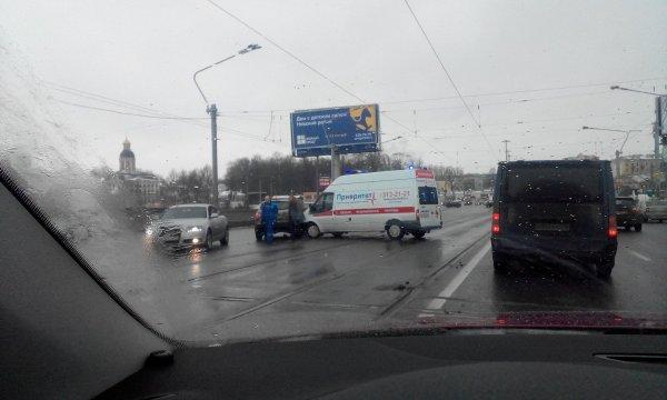 Автомобиль скорой помощи попал в ДТП в Санкт-Петербурге