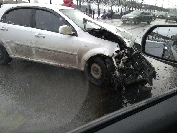 Четыре машины столкнулись на Васильевском в Санкт-Петербурге